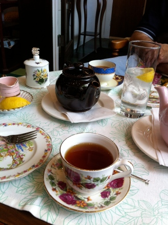Tea at Cally's new place. Pretty, isn't it?